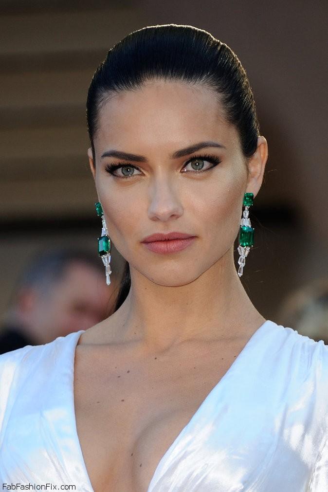 Photos-Cannes-2016-Adriana-Lima-classe-mannequin-pour-Julieta_portrait_w674
