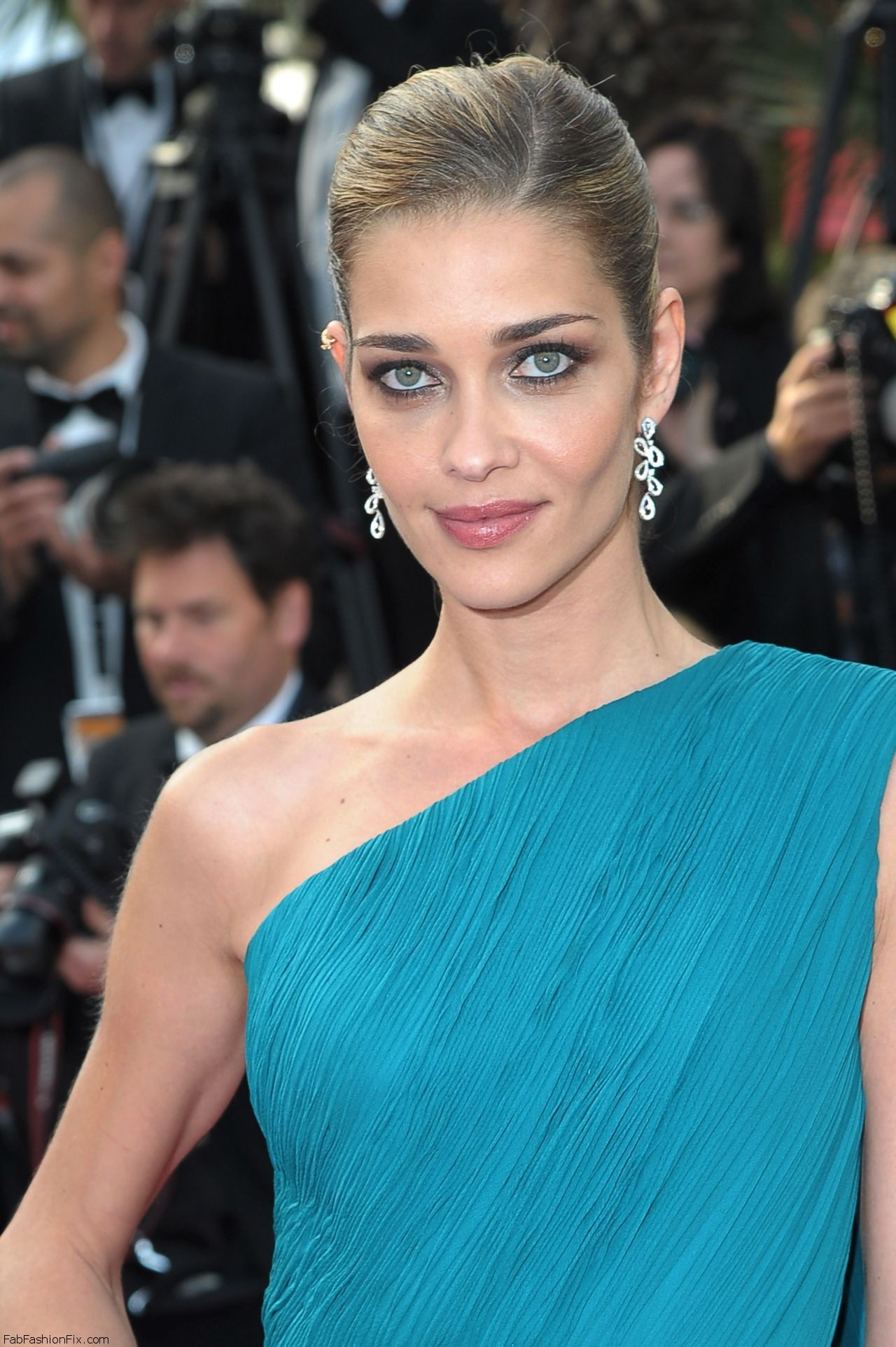 ana-beatriz-barros-the-unknown-girl-la-fille-inconnue-premiere-at-69th-cannes-film-festival-5-18-2016-10