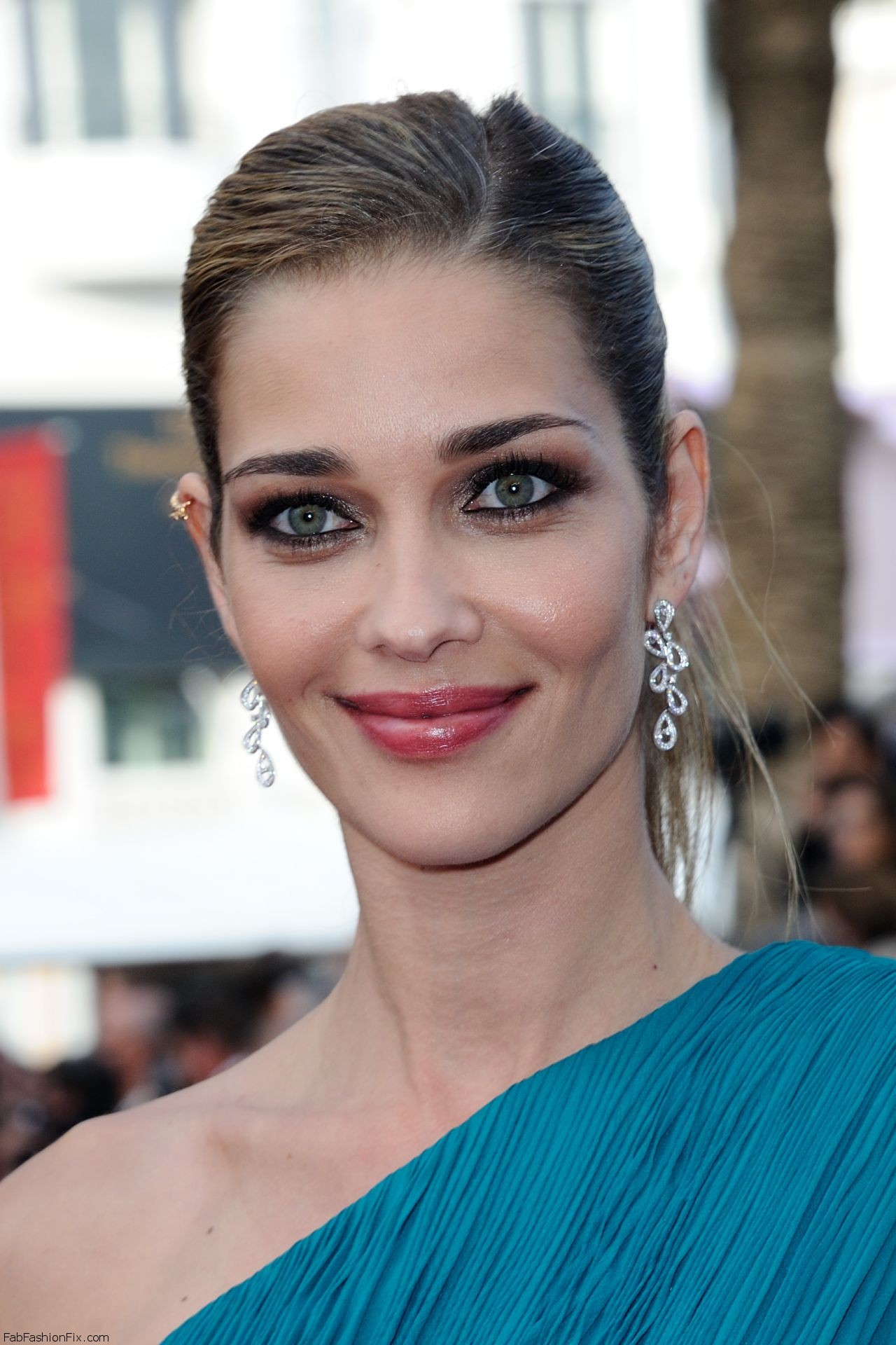 ana-beatriz-barros-the-unknown-girl-la-fille-inconnue-premiere-at-69th-cannes-film-festival-5-18-2016-5