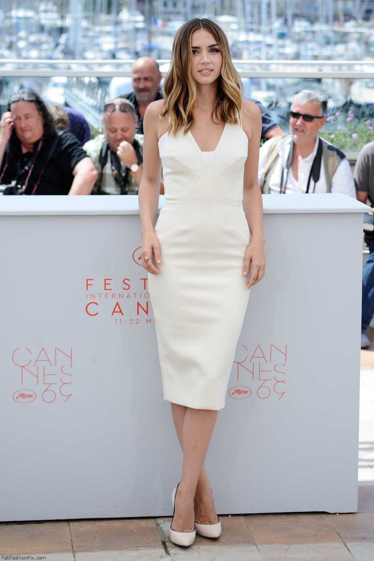 ana-de-armas-hands-of-stone-photocall-at-cannes-film-festival-5-16-2016-15