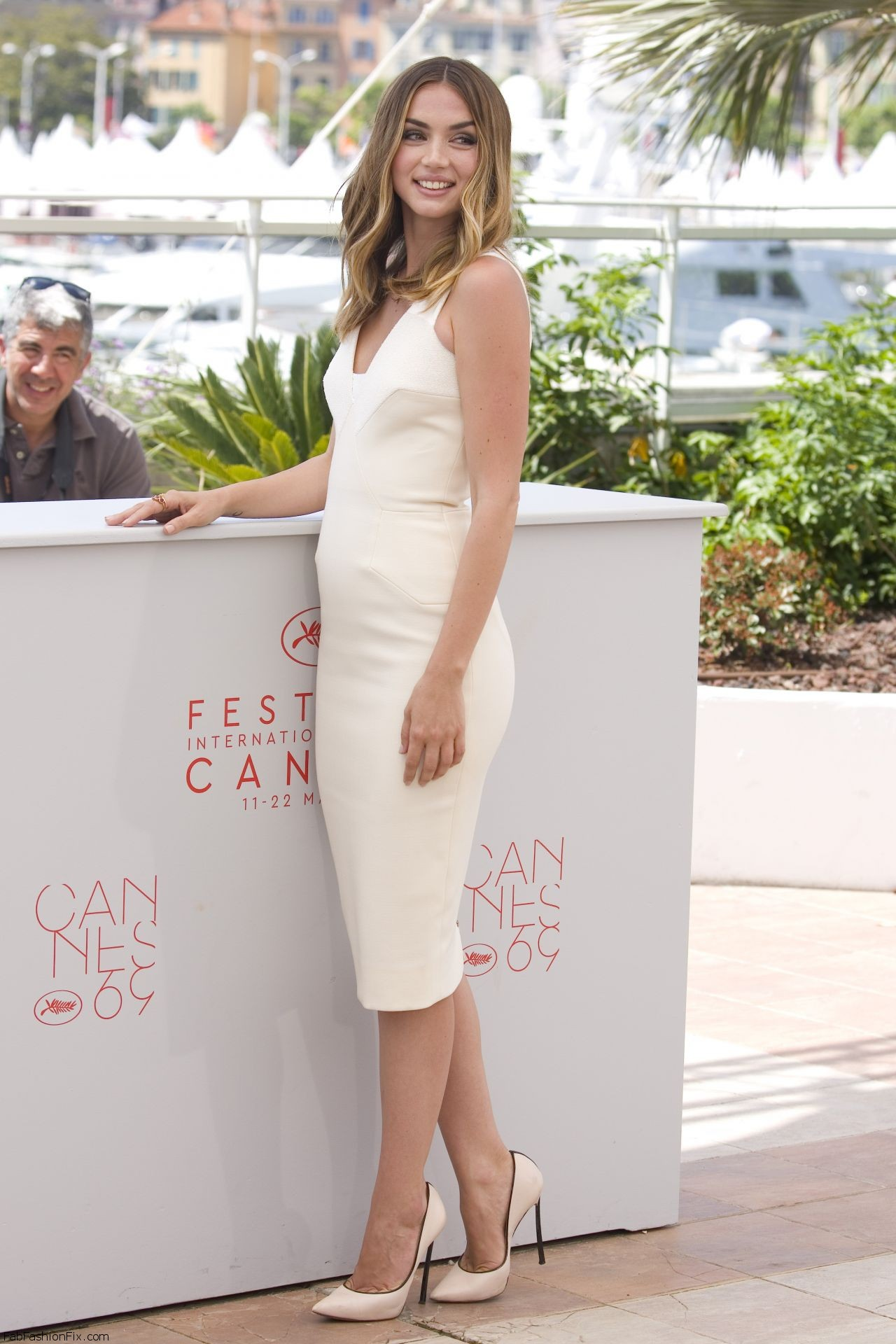 ana-de-armas-hands-of-stone-photocall-at-cannes-film-festival-5-16-2016-2
