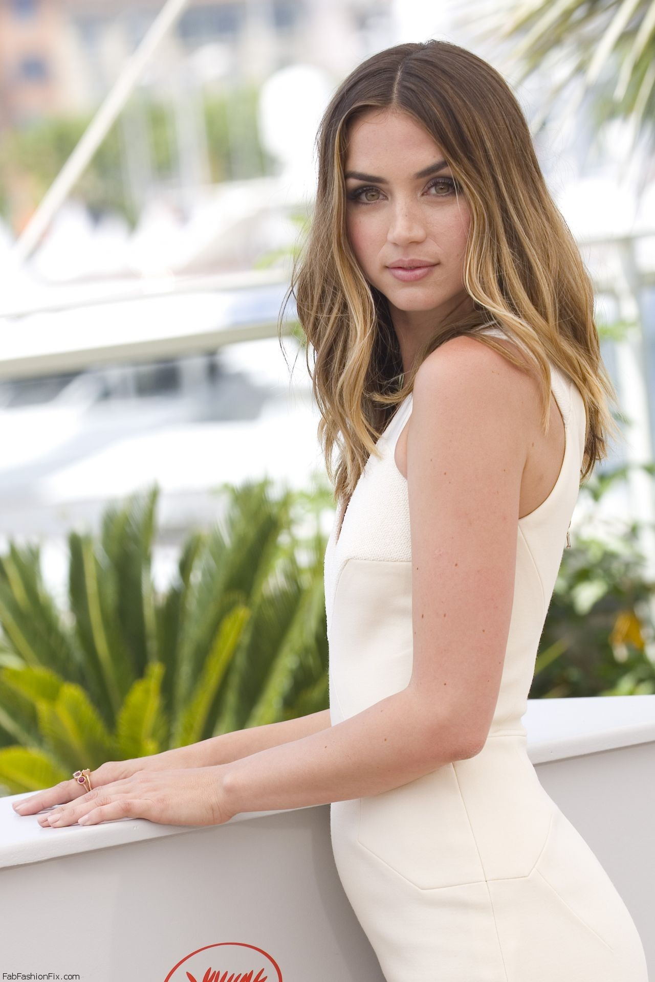 ana-de-armas-hands-of-stone-photocall-at-cannes-film-festival-5-16-2016-6
