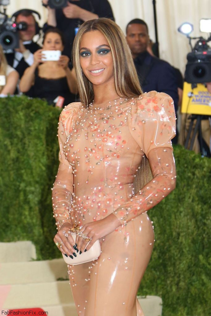beyonce-met-costume-institute-gala-2016-in-new-york-3