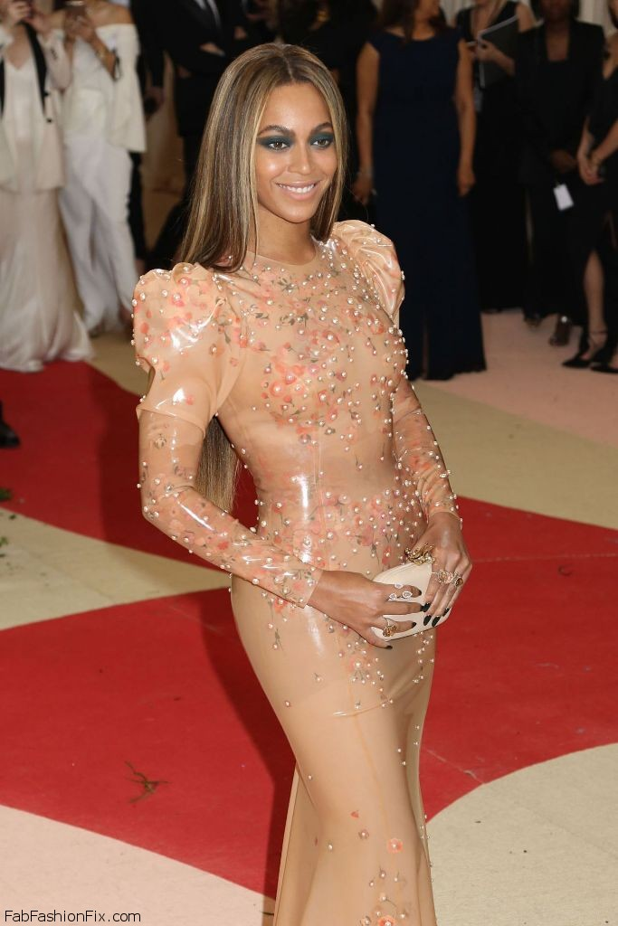 beyonce-met-costume-institute-gala-2016-in-new-york-7