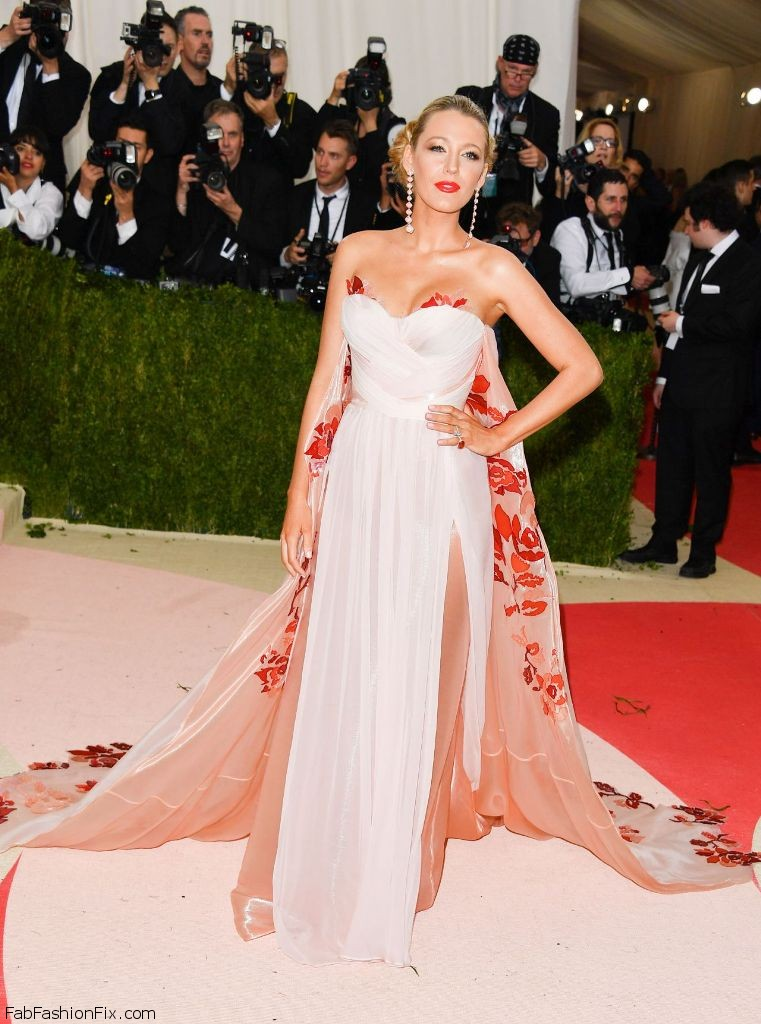 blake-lively-met-costume-institute-gala-2016-in-new-york-26