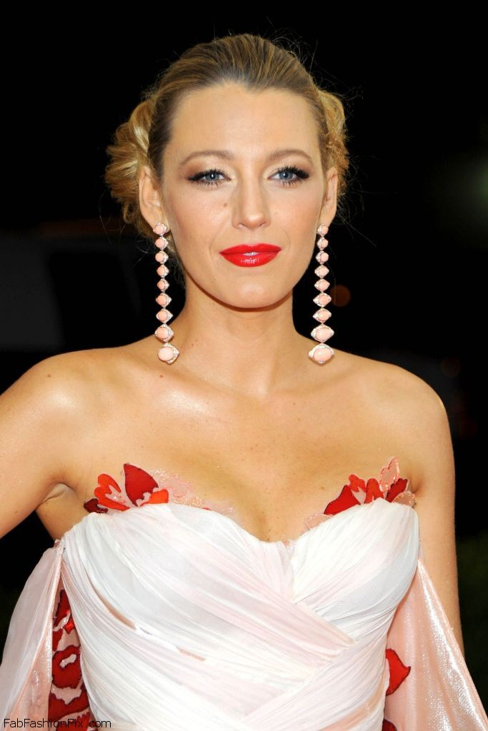 blake-lively-met-costume-institute-gala-2016-in-new-york-7