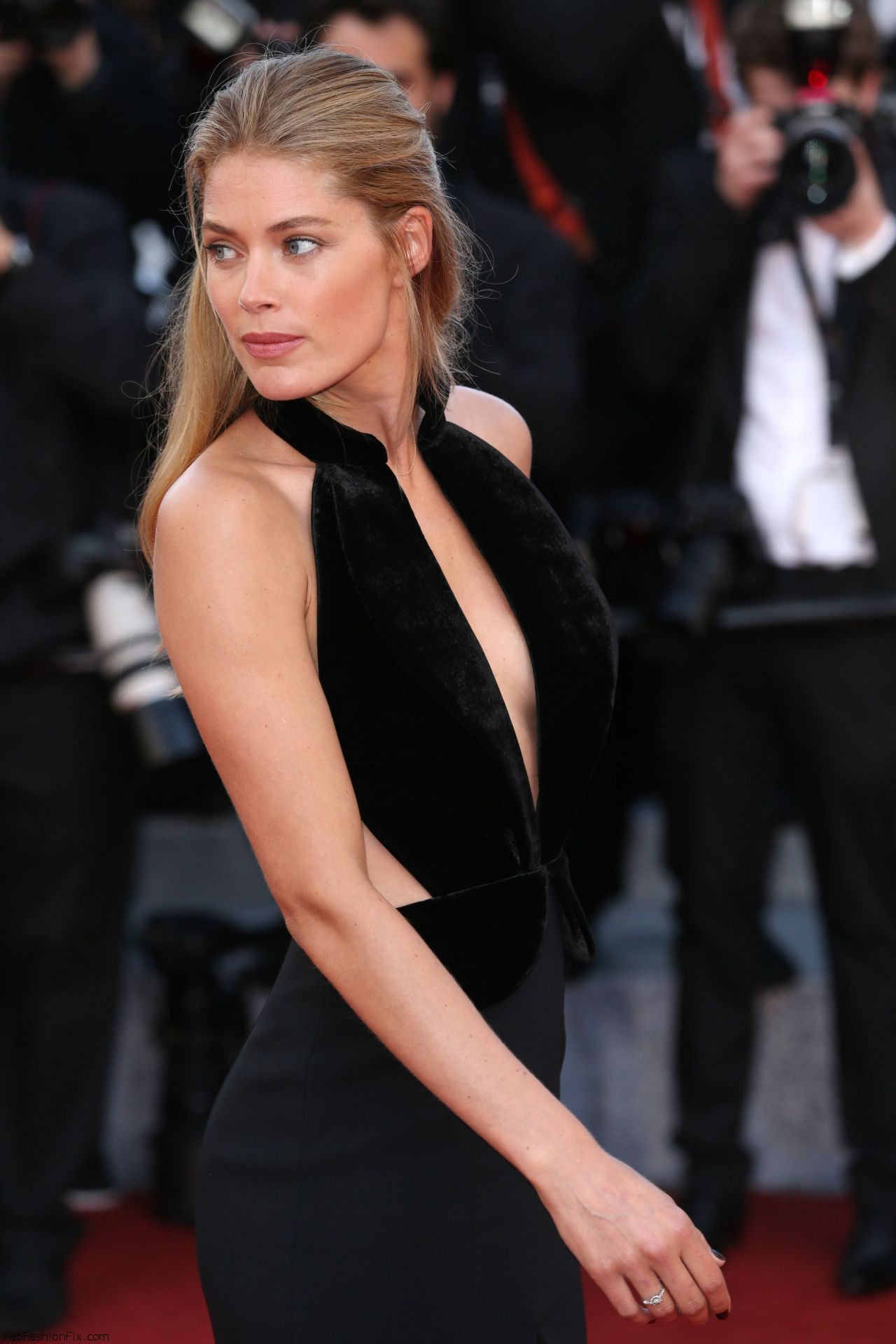 doutzen-kroes-cafe-society-premiere-and-the-opening-night-gala-2016-cannes-film-festival-3
