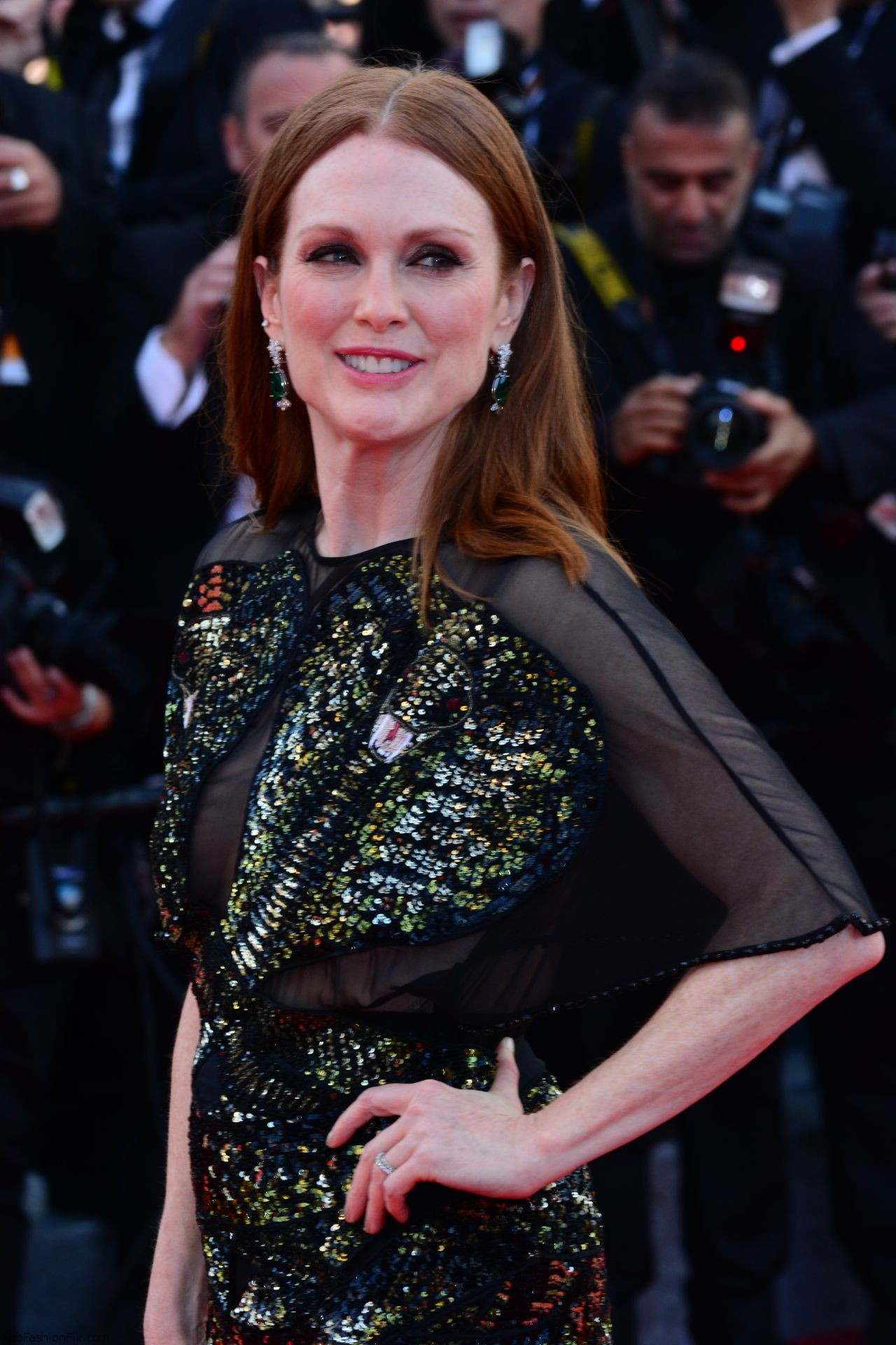 julianne-moore-opening-ceremony-at-palais-des-festivals-in-cannes-france-5-11-2016-1