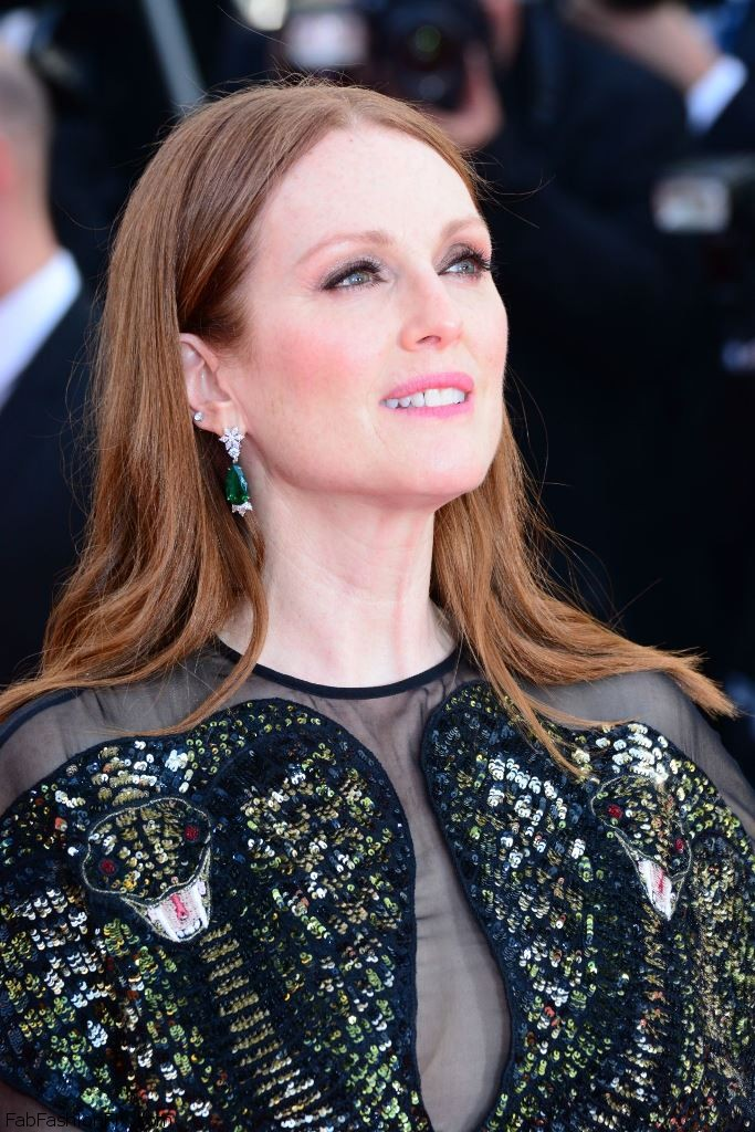 julianne-moore-opening-ceremony-at-palais-des-festivals-in-cannes-france-5-11-2016-3