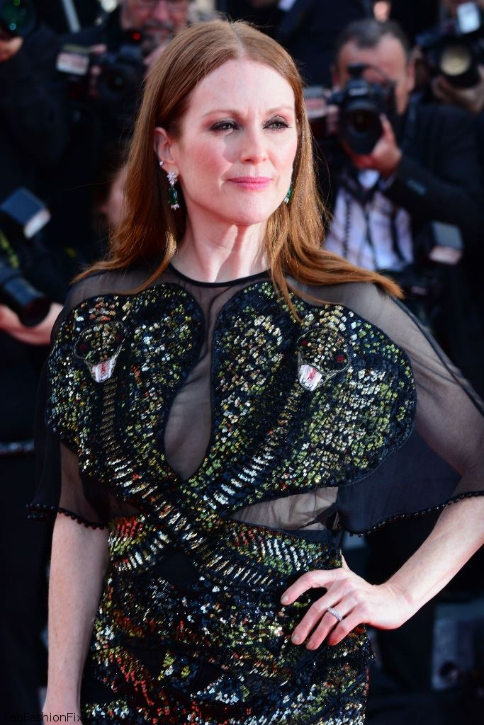 julianne-moore-opening-ceremony-at-palais-des-festivals-in-cannes-france-5-11-2016-6
