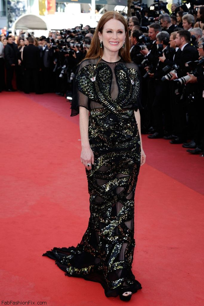 julianne-moore-opening-ceremony-at-palais-des-festivals-in-cannes-france-5-11-2016-8