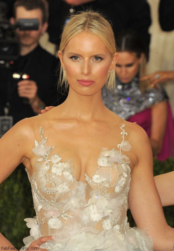 karolina-kurkova-met-costume-institute-gala-2016-in-new-york-1