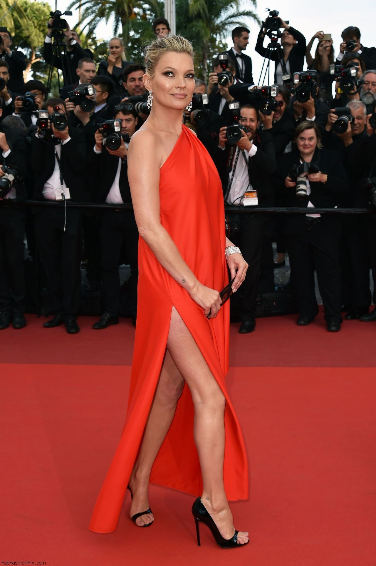 kate-moss-the-loving-premiere-at-69th-cannes-film-festival-5-16-2016-7