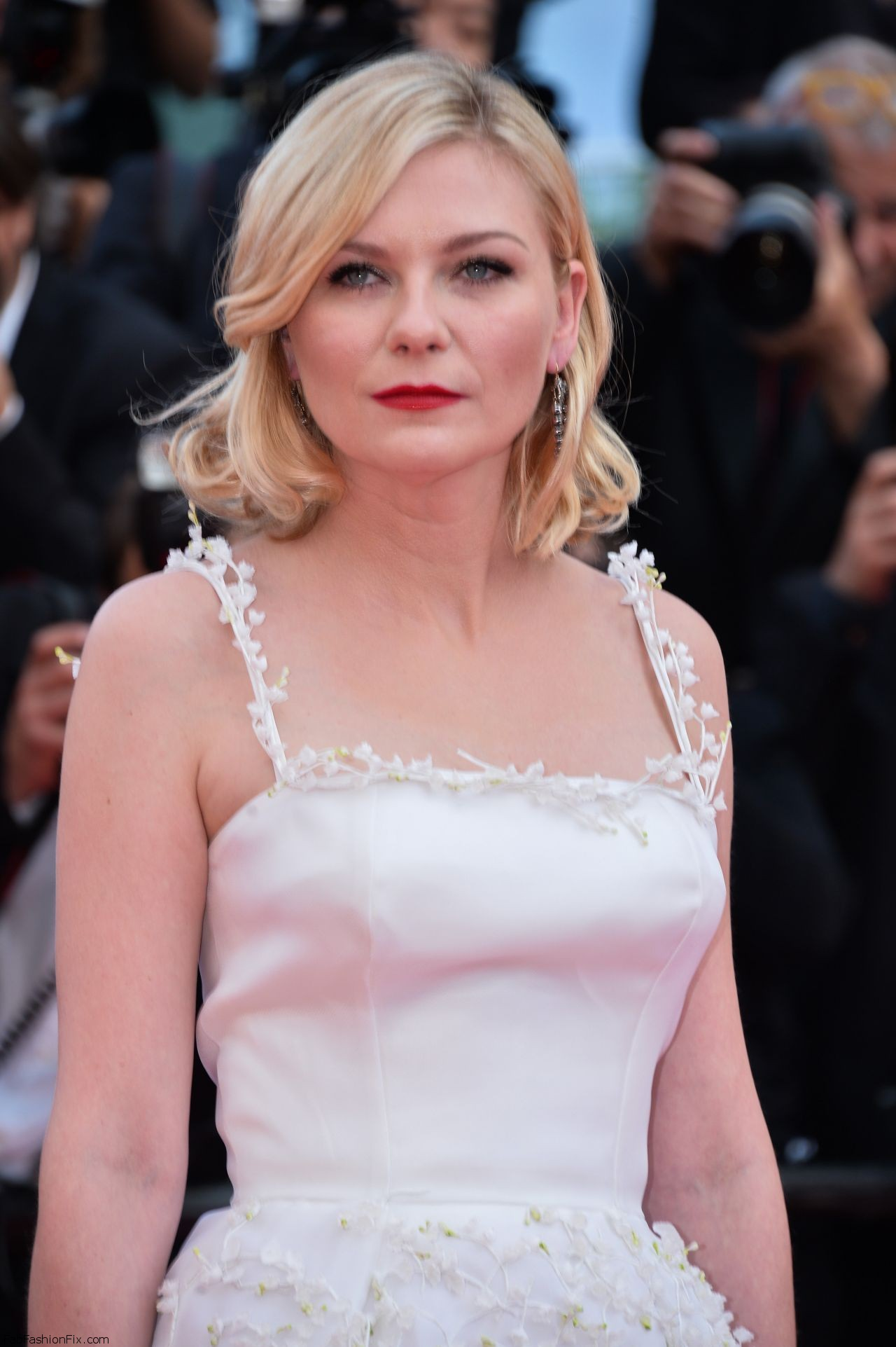 kirsten-dunst-the-loving-premiere-at-69th-cannes-film-festival-5-16-2016-1