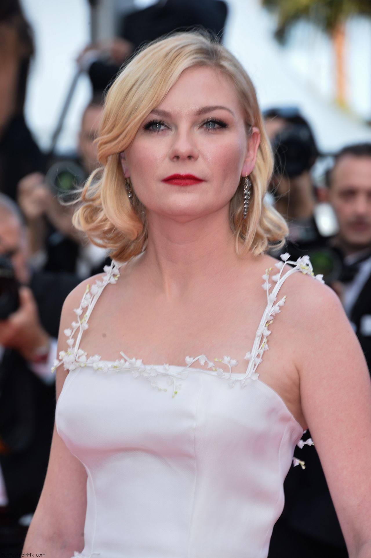 kirsten-dunst-the-loving-premiere-at-69th-cannes-film-festival-5-16-2016-2