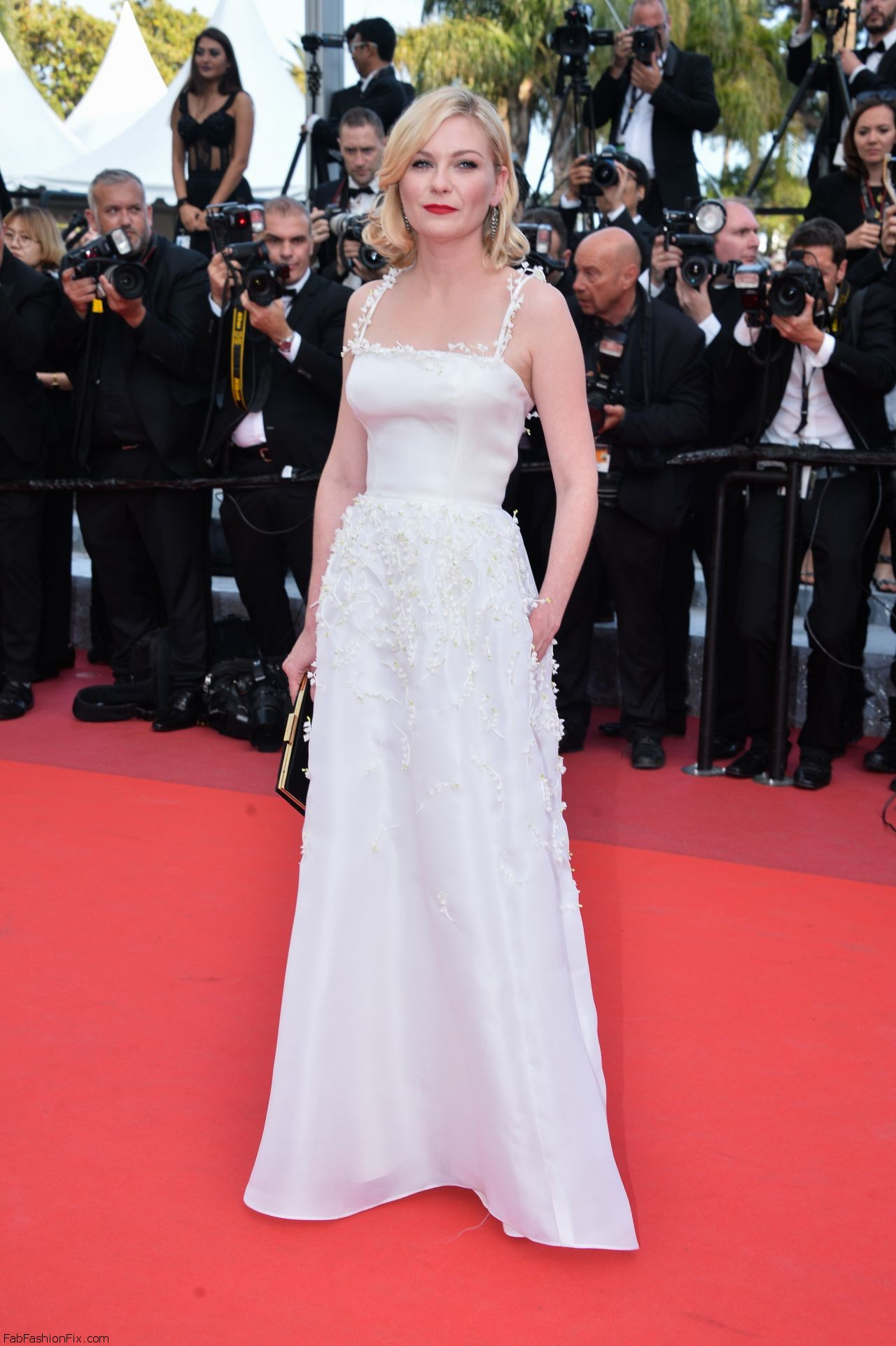 kirsten-dunst-the-loving-premiere-at-69th-cannes-film-festival-5-16-2016-4