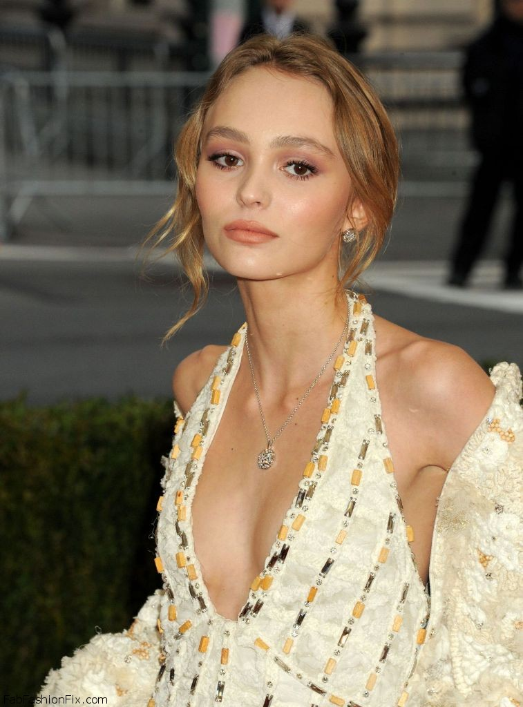 lily-rose-depp-met-costume-institute-gala-2016-in-new-york-1