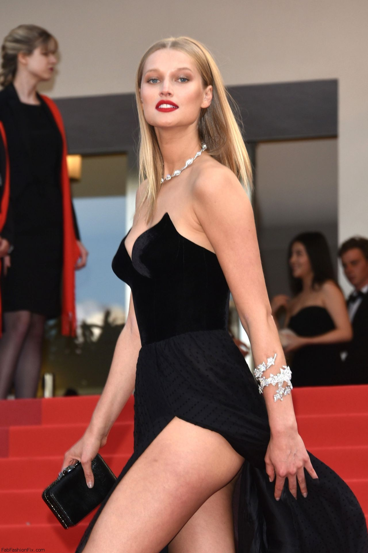toni-garrn-the-loving-premiere-at-69th-cannes-film-festival-5-16-2016-1