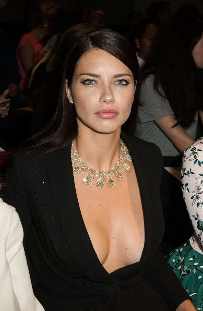 adriana-lima-paris-fashion-week