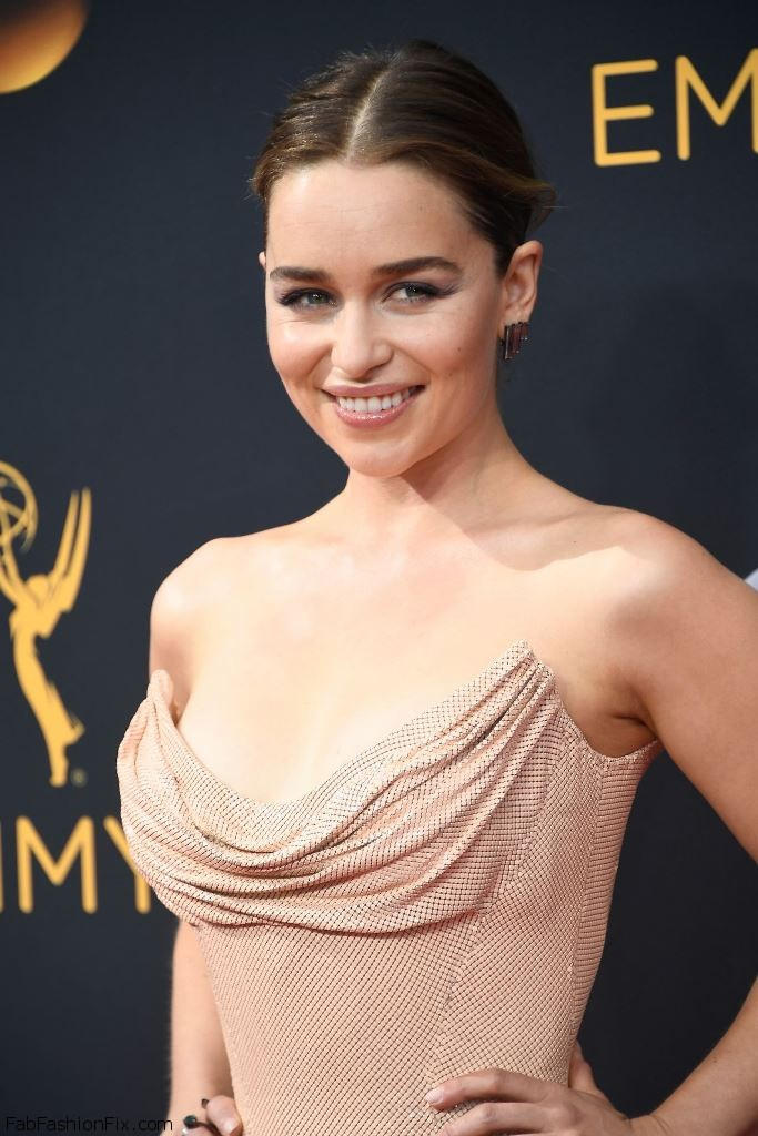 emilia-clarke-68th-annual-emmy-awards-in-los-angeles-09-18-2016-1