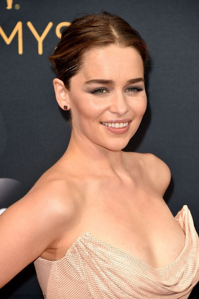 emilia-clarke-68th-annual-emmy-awards-in-los-angeles-09-18-2016-16