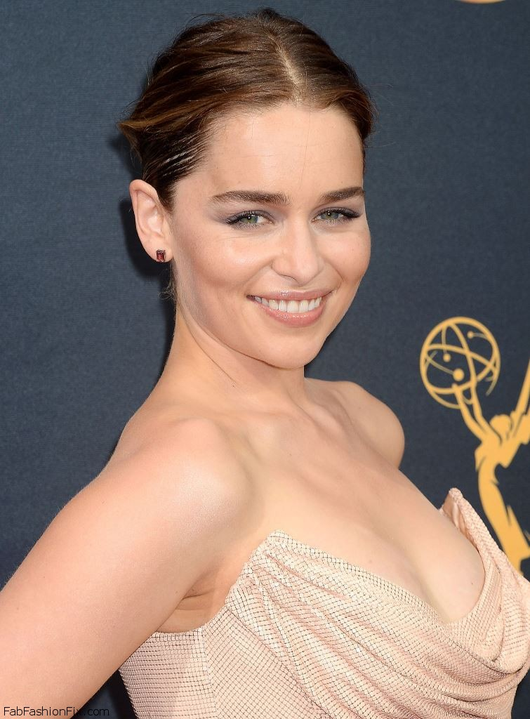 emilia-clarke-68th-annual-emmy-awards-in-los-angeles-09-18-2016-7