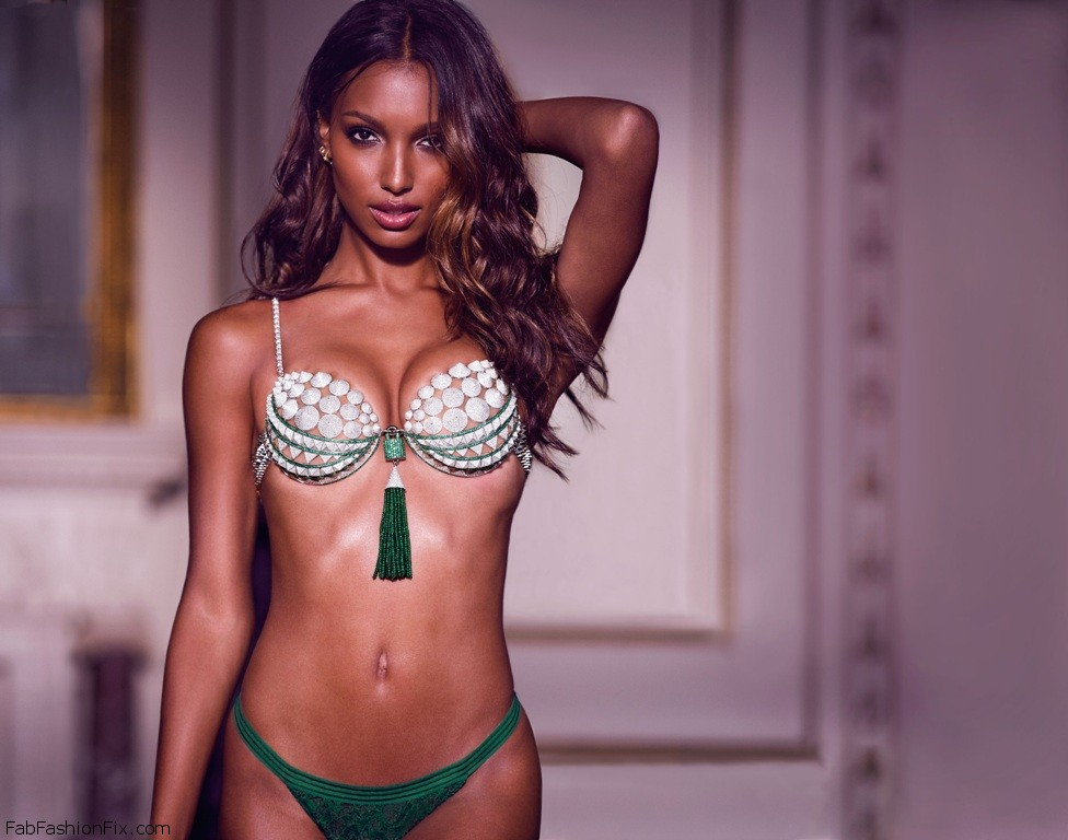 Jasmine Tookes To Wear The Fantasy Bra At Victoria`s Secret 2016 Fashion Show In Paris