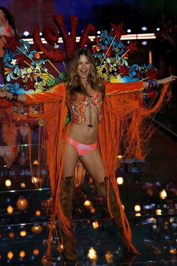 behati-prinsloo-2015-victorias-secret-fashion-show