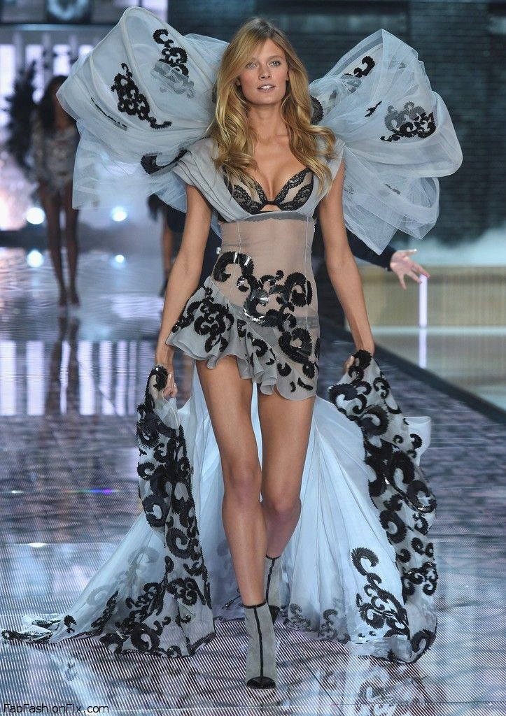 constance-jablonski-2015-victorias-secret-fashion-show