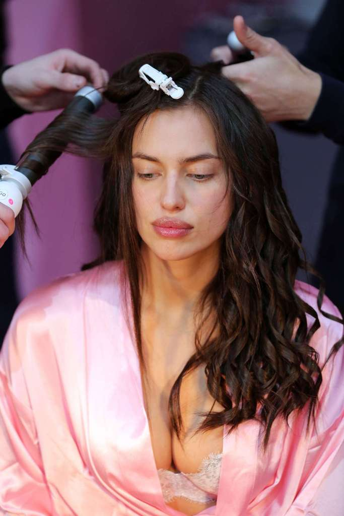 irina-shayk-victorias-secret-fashion-show-backstage-2016-07