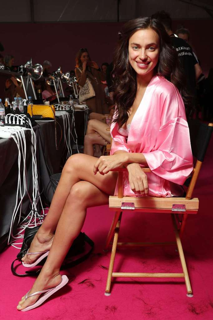 irina-shayk-victorias-secret-fashion-show-backstage-2016-08