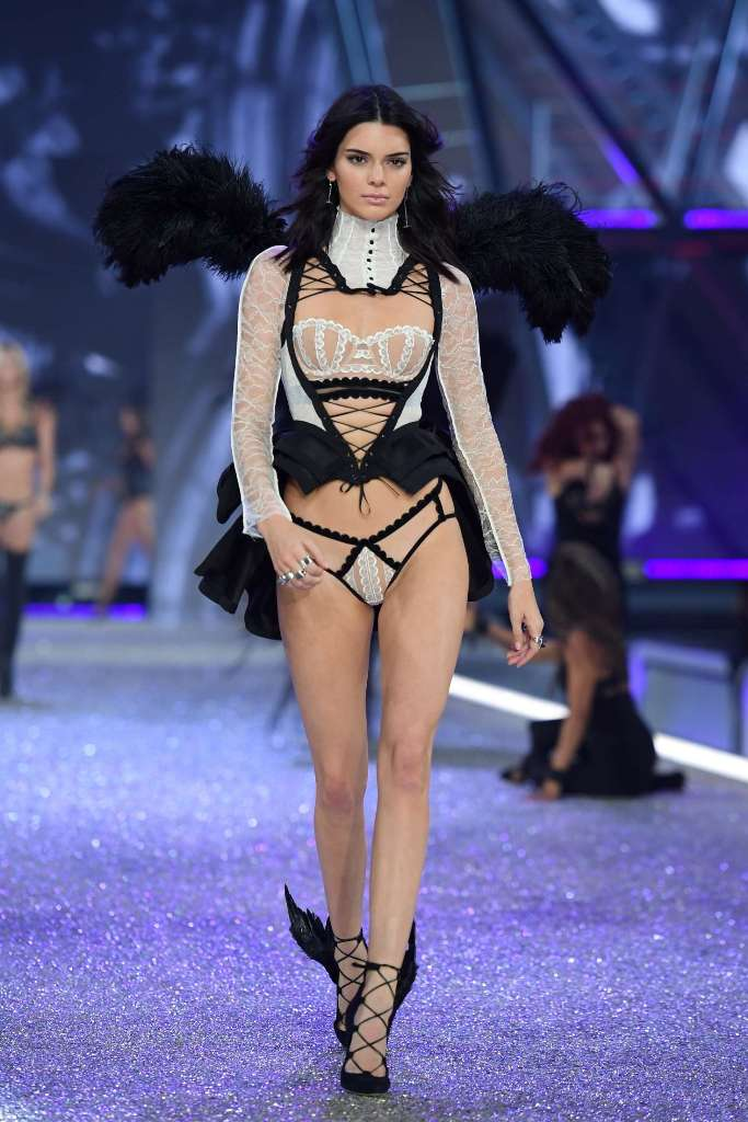 kendall-jenner-2016-victorias-secret-fashion-show-runway-16