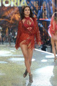 irina-shayk-at-victoria-s-secret-2016-fashion-show-in-paris-2