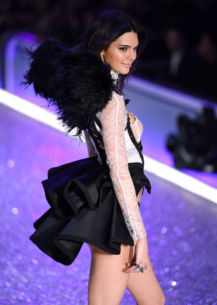 kendall-jenner-2016-victorias-secret-fashion-show-runway-27