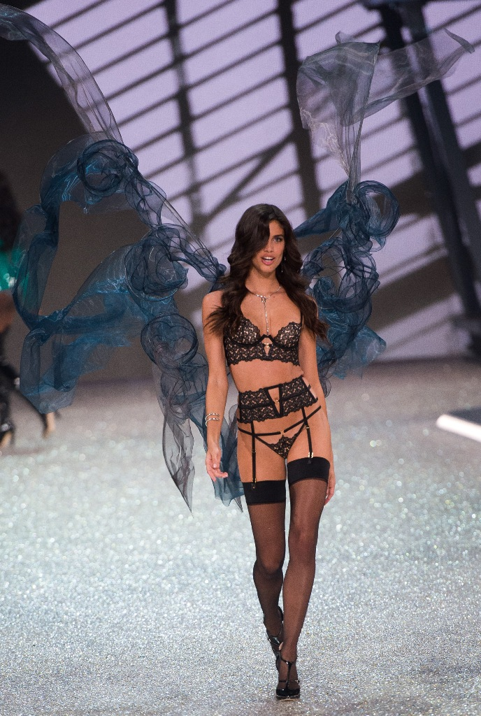 sara-sampaio-vs-fashionshow-5