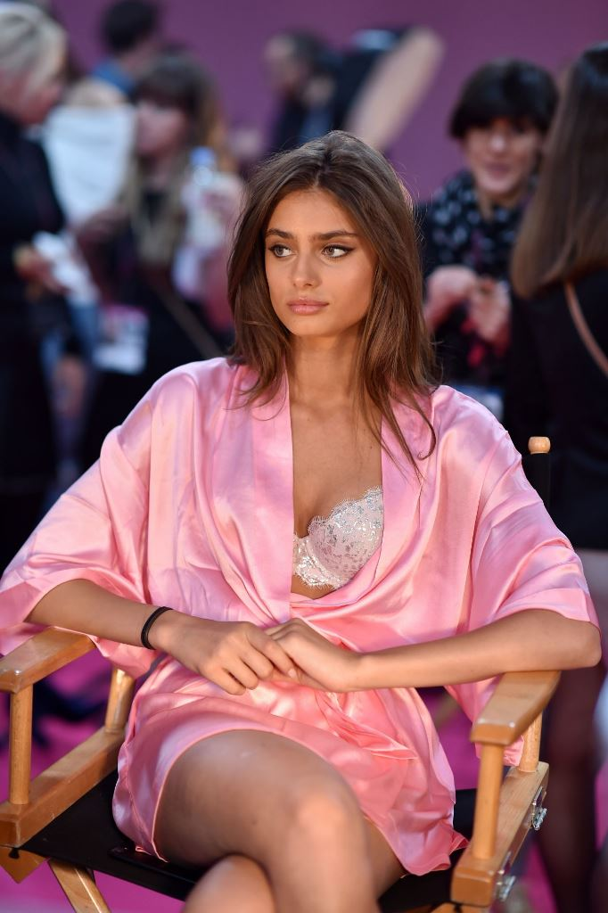 taylor-hill-victoria-s-secret-fashion-show-2016-backstage-5