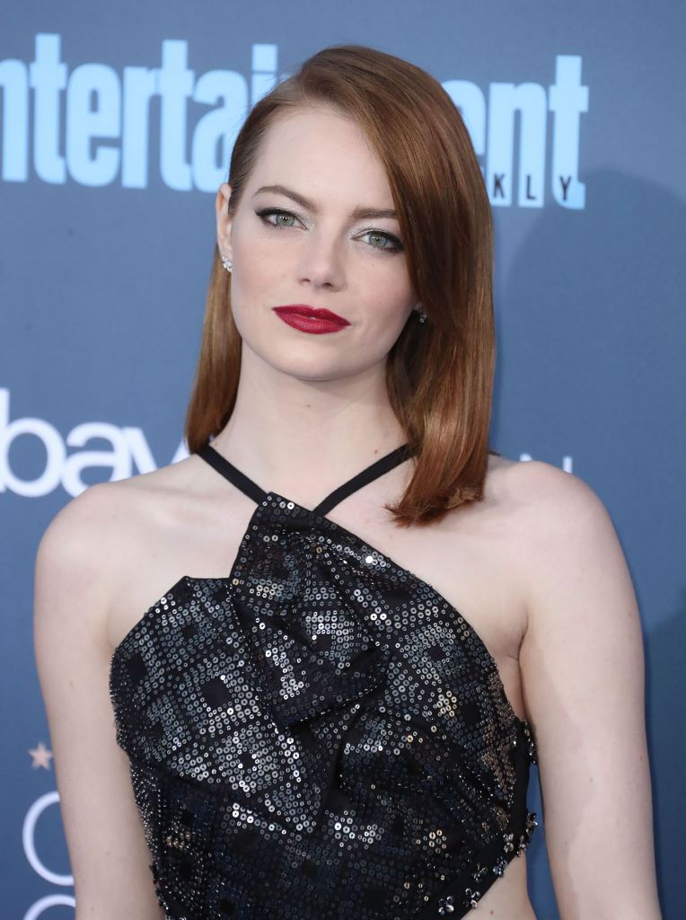 emma-stone-2016-critics-choice-awards-in-santa-monica-12-11-2016-17