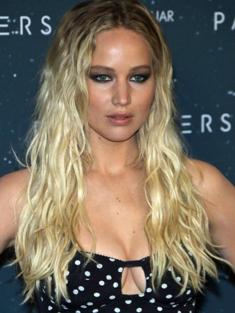 jennifer-lawrence-passengers-photocall-in-berlin-12-2-2016-1