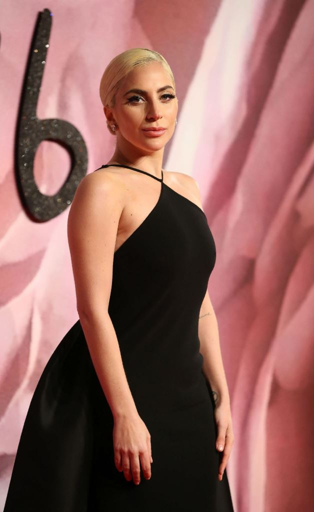 lady-gaga-2016-british-fashion-awards-in-london-2