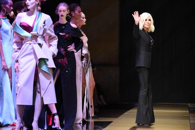 Donatella+Versace+Atelier+Versace+Runway+Paris+MLoe8eRL0X3x