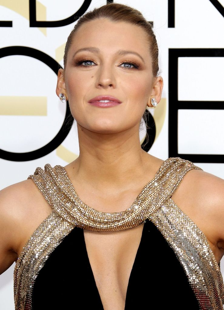 blake-lively-golden-globe-awards-in-beverly-hills-01-08-2017-1