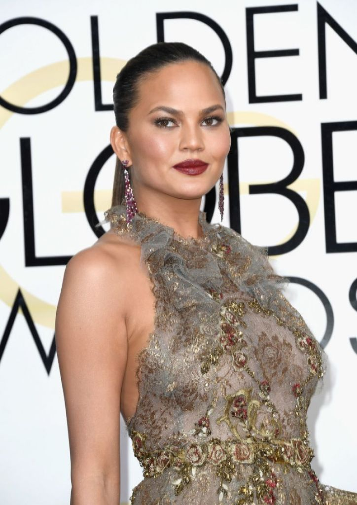chrissy-teigen-golden-globe-awards-in-beverly-hills-01-08-2017-2