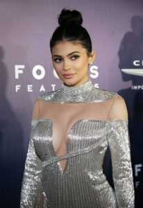 kylie-jenner-universal-nbc-focus-features-e-entertainment-golden-globes-after-party-1-8-2017-16