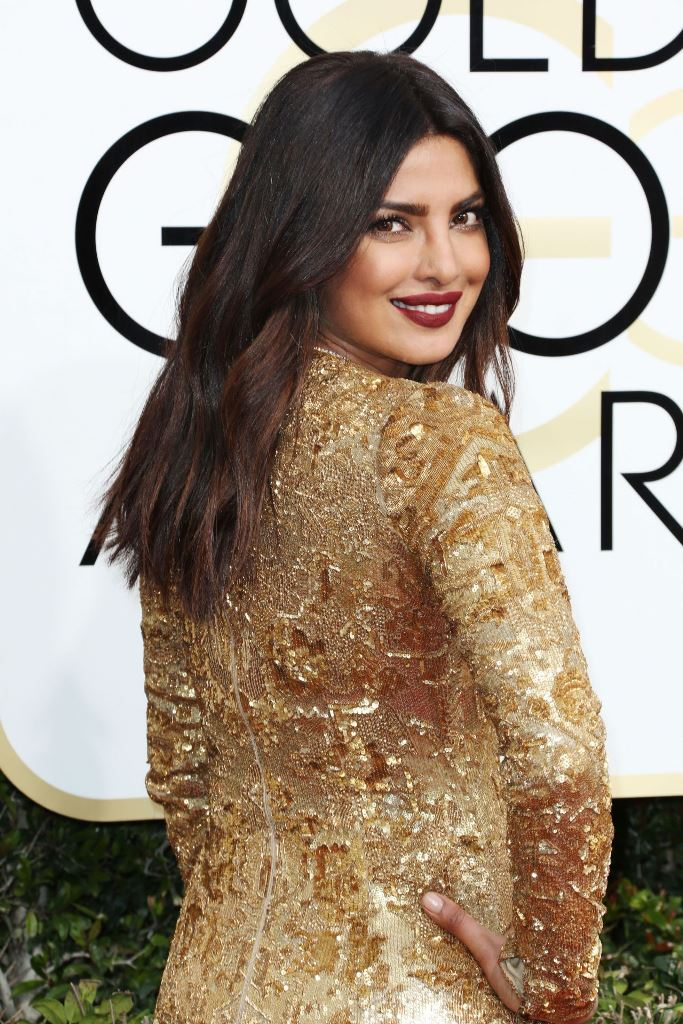 priyanka-chopra-golden-globe-awards-in-beverly-hills-01-08-2017-2