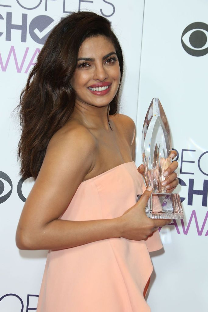 priyanka-chopra-people-s-choice-awards-in-los-angeles-1-18-2017-15