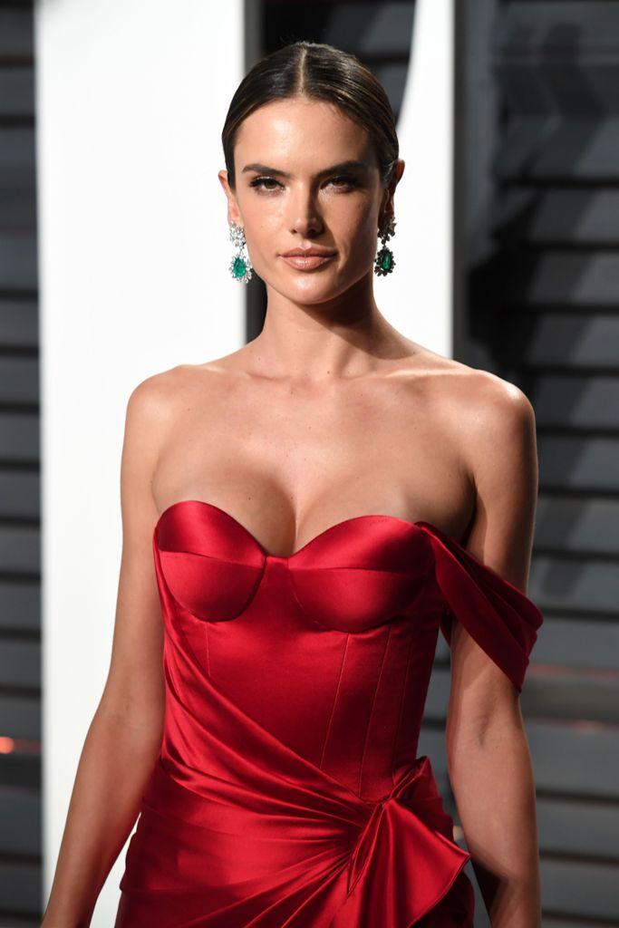 Alessandra_Ambrosio_2017_Vanity_Fair_Oscar-10