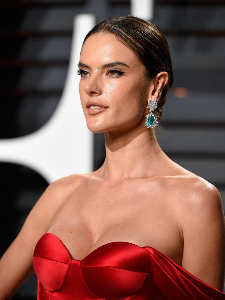 Alessandra_Ambrosio_2017_Vanity_Fair_Oscar-2