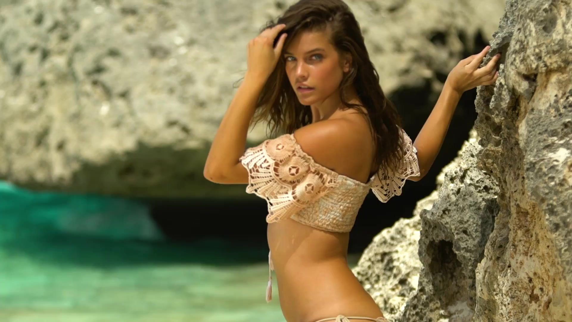 Barbara-Palvin-Photos-Sports-Illustrated-Swimsuit-2017-1
