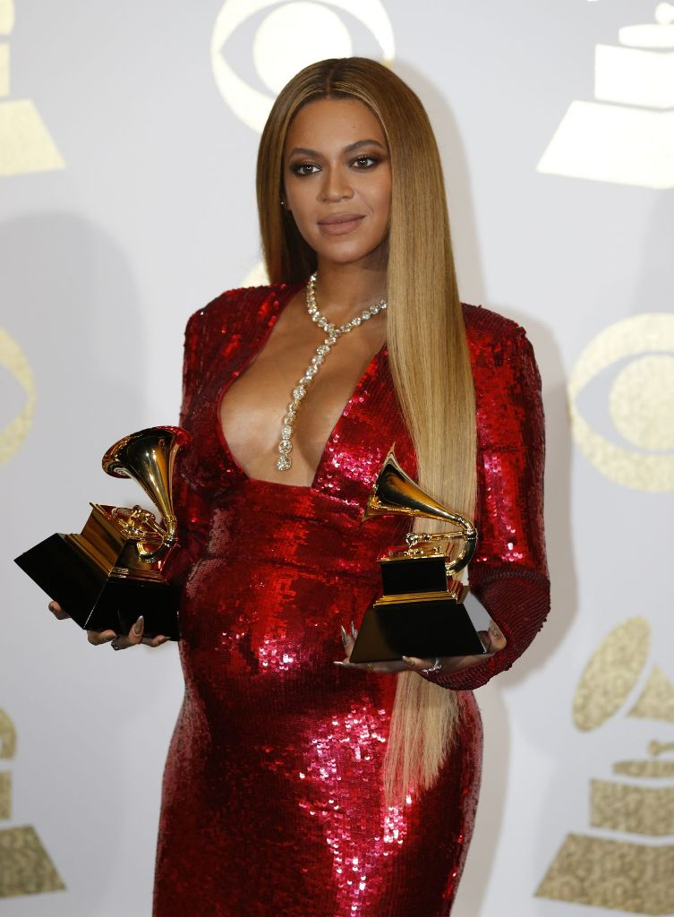 beyoncé-grammy-awards-winner-los-angeles-2-12-2017-1