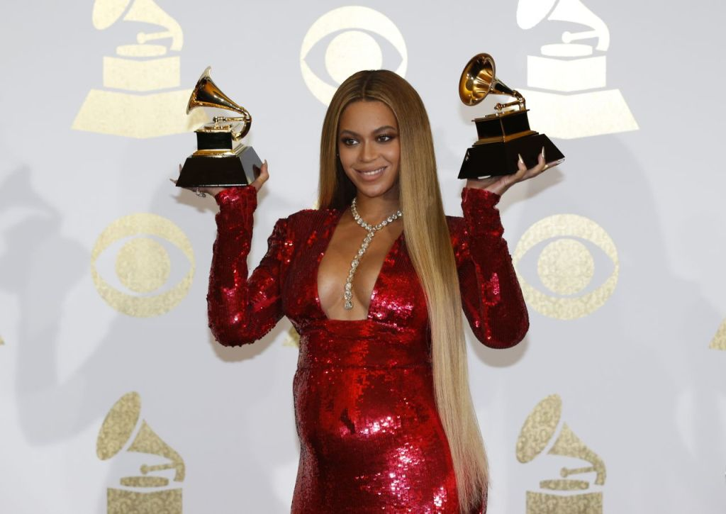 beyoncé-grammy-awards-winner-los-angeles-2-12-2017-2